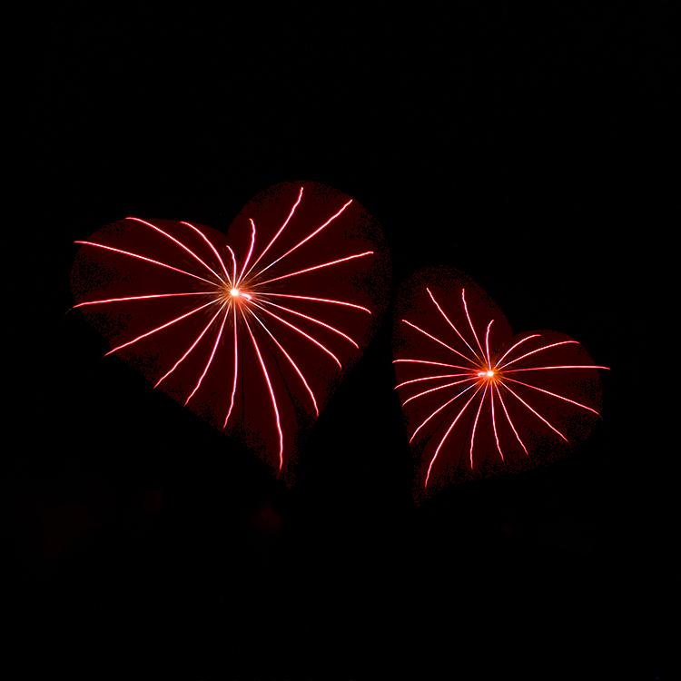 Bombes coeurs rouge Ellipse Pyrotechnique feux d'artifice gironde landes aquitaine